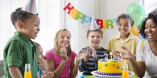 گرفتن جشن تولد برای بچه ها سرگرمی در دوران قرنطینه ؟ این یک تکه کیک است