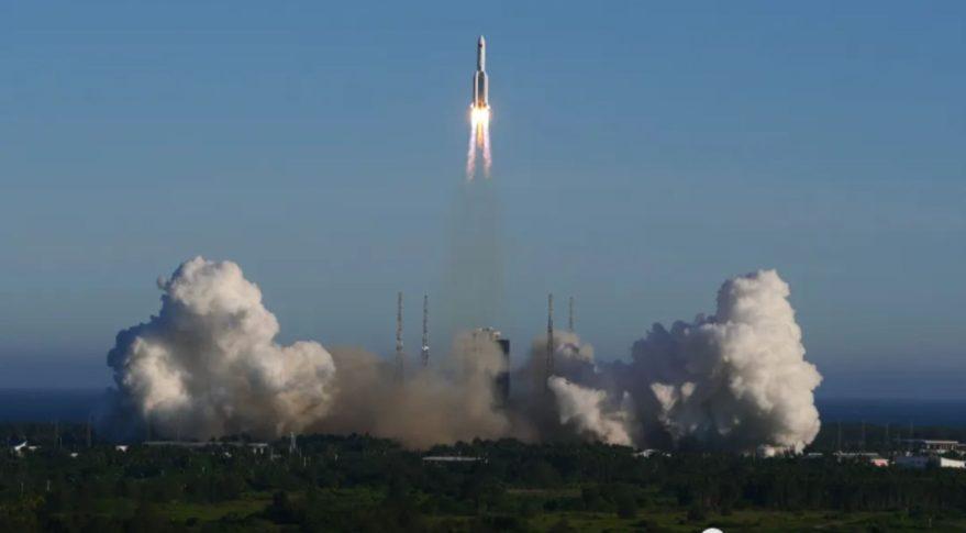 چین فضاپیمای جدید آزمایشی خود Long March 5B را با موفقیت به فضا پرتاب کرد فضانوردان