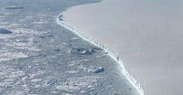 Larsen C-قطب جنوب-توده یخی A-68A سه سال پس از جدایی بیش از هزار کیلومتر طی کرده است