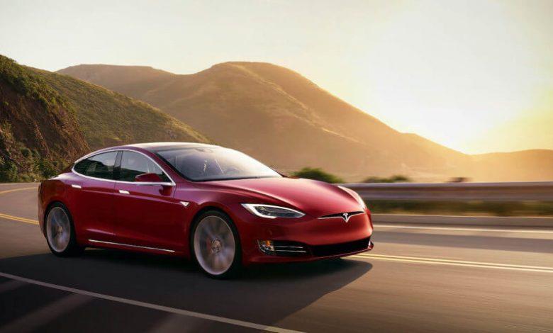 Autopilot TeslaSpeed Assist-کنترل کروز--به روز رسانی تسلا در خودرو هایش امکان دیدن علائم سرعت را می دهد