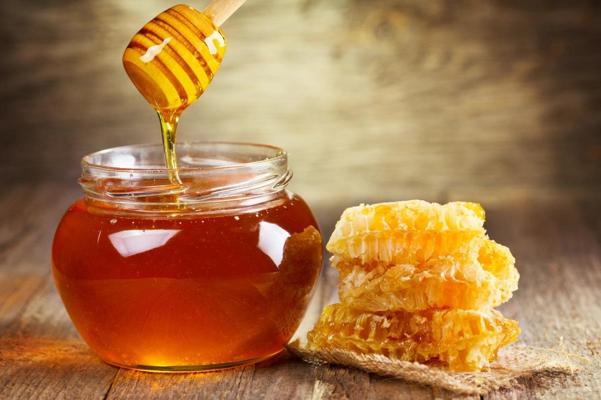 مطالعات آکسفورد نشان می دهد که عسل موثرترین درمان سرفه و سرماخوردگی است