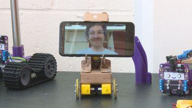 تماس تصویری-ربات چرخ دار مقوایی اسمارتیپرزنس (Smartipresence)