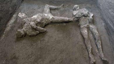 کشف فسیل اجساد یک مرد و غلامش از زیر خاکستر در پومپئی